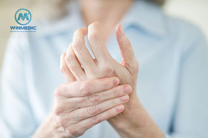 Chèn ép dây thần kinh gây tê bì chân tay