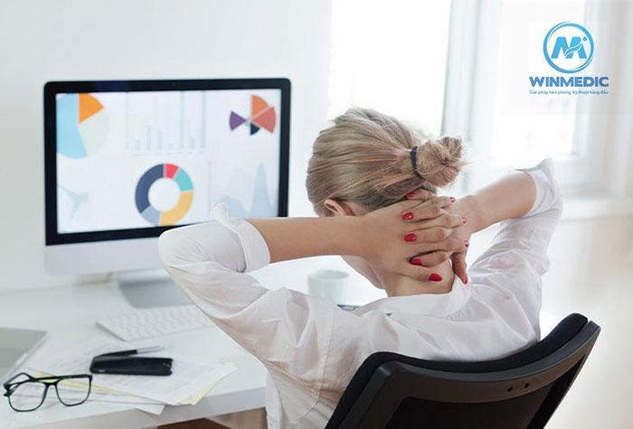 Luyện tập chữa đau vai gáy ở dân văn phòng