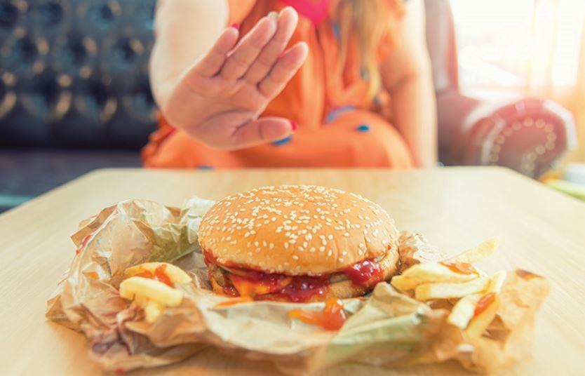 Không nên ăn đồ ăn nhiều dầu mỡ