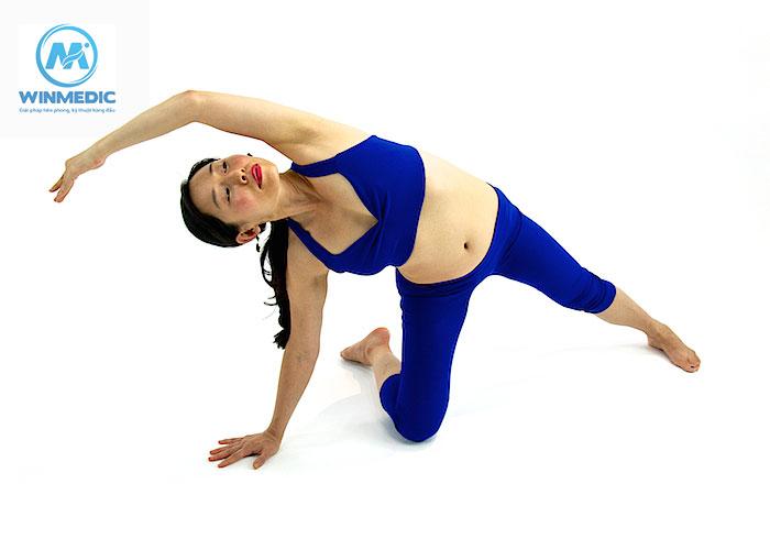 Yoga-Tư thế bán nguyệt