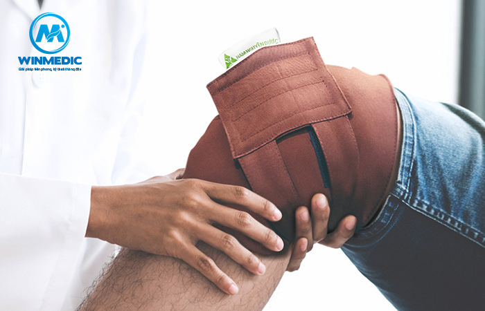 Chườm giảm đau khớp gối