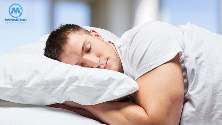 Đau cứng cổ do ngủ sai tư thế